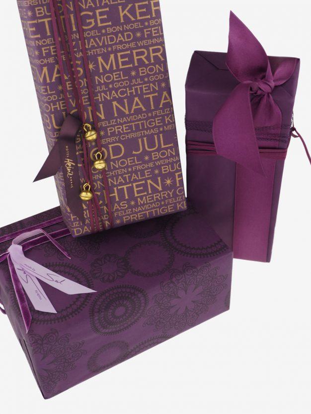 geschenkpapierpaeckchen-aubergine-mit-frohes-fest-gold